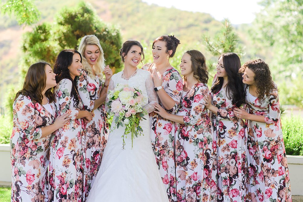 bride and bridesmaids laughing shot with Nikon 85mm 1.8 prime lens.